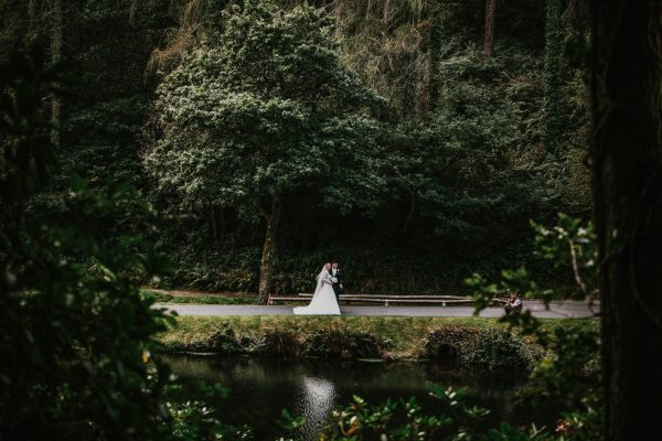 1 301 1 600x400 - Olivia and Matts Wedding at St Mellion Golf Resort